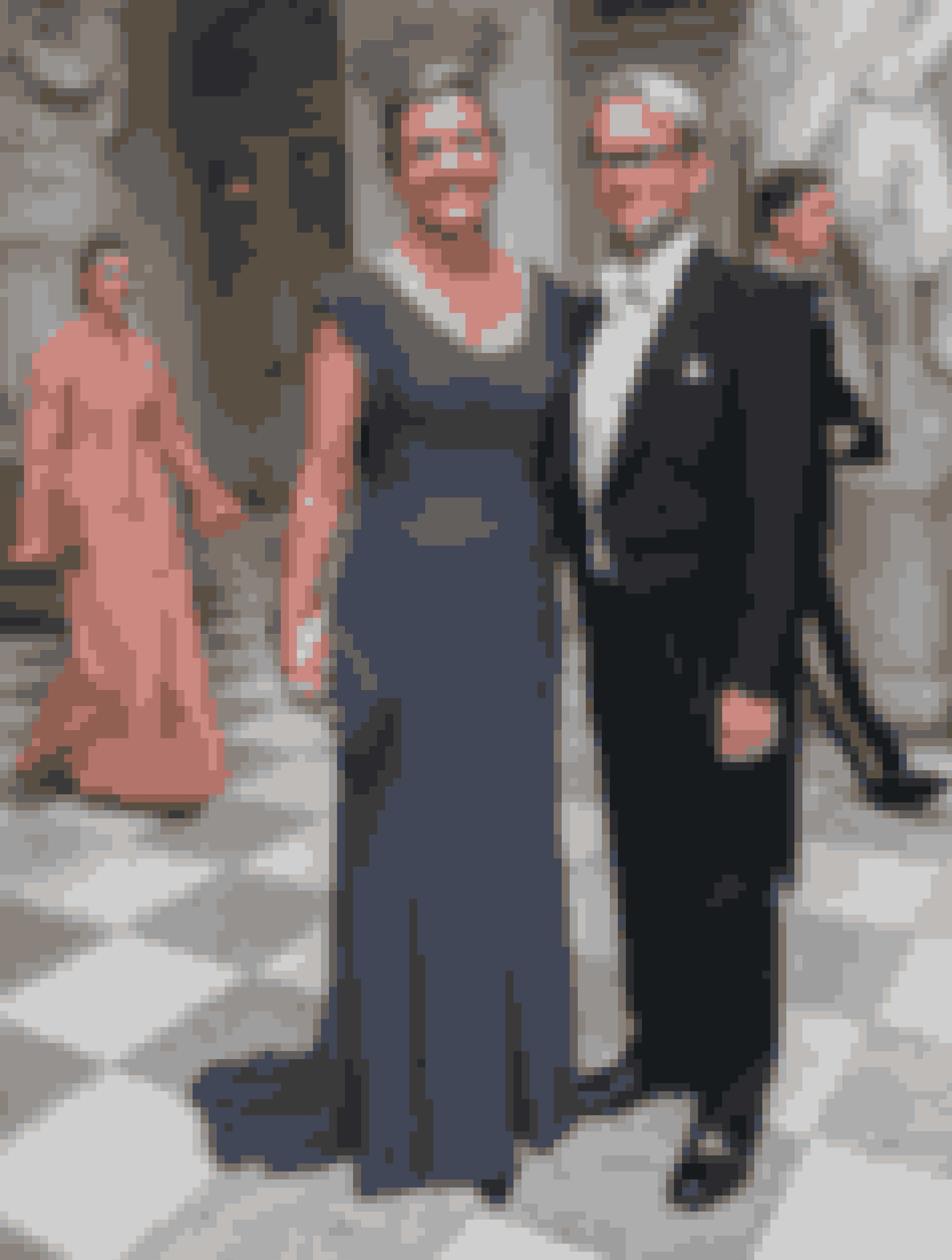 Margrethe i Wichmann Couture med armen om gemalen, Thomas.