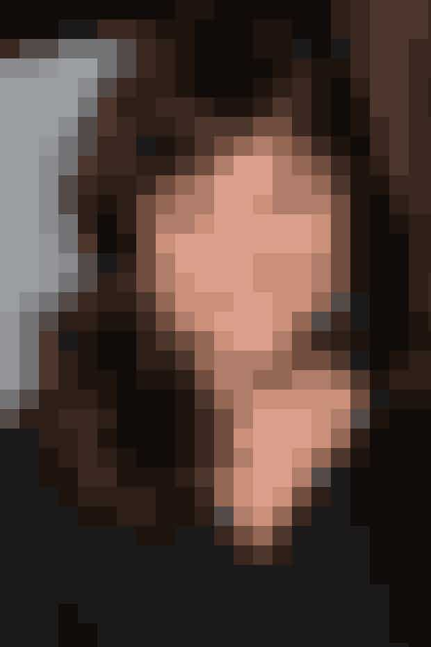 Tiffani Amber Thiessen, som spillede Valerie, er i dag 45 år og var faktisk også kærester med David i virkeligheden - eller Brian Austin Green, som han hedder. I dag er hun og Brian dog ikke sammen. I stedet er Tiffani gift med skuespilleren, Brady Smith, som hun har en lille datter med. Hun var gode veninder med både Tori Spelling (Donna) og Jennie Garth (Kelly), men pigerne er siden blevet uvenner, og de ses derfor efter sigende ikke længere.