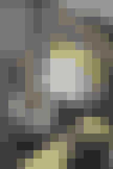 Officina penneholder og brevholder. Fåes i farverne grå, hvid, blå, grøn, lyserød og gul.   I serien findes der også en bogstøtte, tapeholder og lågkrukke.Priser fra 149-249 kr.