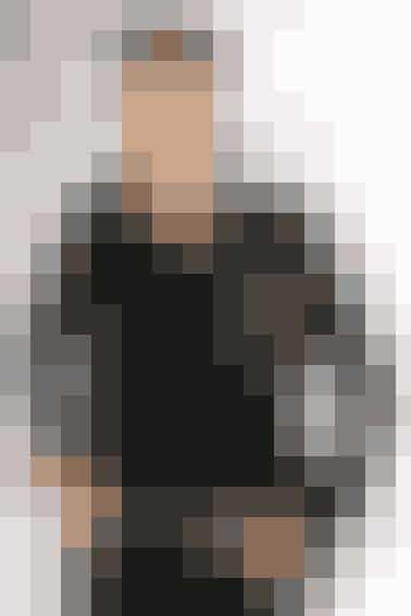 Hedi Slimane er kreativ chef hos Saint Laurent og var ham, der gjorde det af med \'Yves\' i det ikoniske brands navn. Han er kendt som en meget selvfed person, hvilket bl.a. ses i forhold til det faktum, at han har meldt ud tilalle branchens chefredaktører, at de kun måtte bruge to bestemte billeder af ham fremover. Derudoverhar han forbudt bestemte redaktører at komme til hans shows, hvis de tidligere havde kritiseret et show.