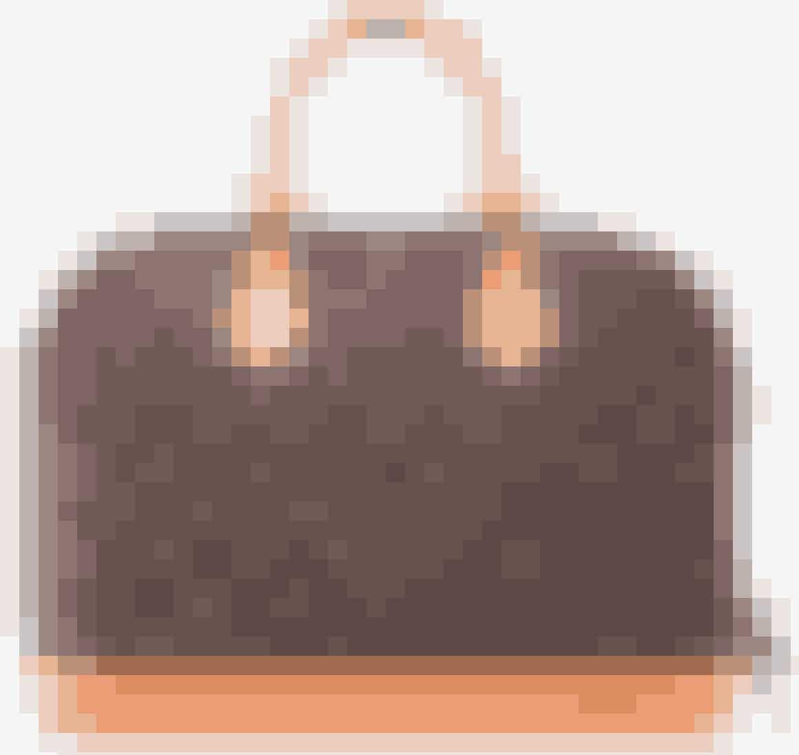 Louis Vuitton bruger en række forskellige materialer i deres omfattende sortiment af tasker og tilbehør. Mest fremtrædende er de signaturbelagte lærred. Den coatede lærred skal have en svag tekstur og være vandskyende og formbar.