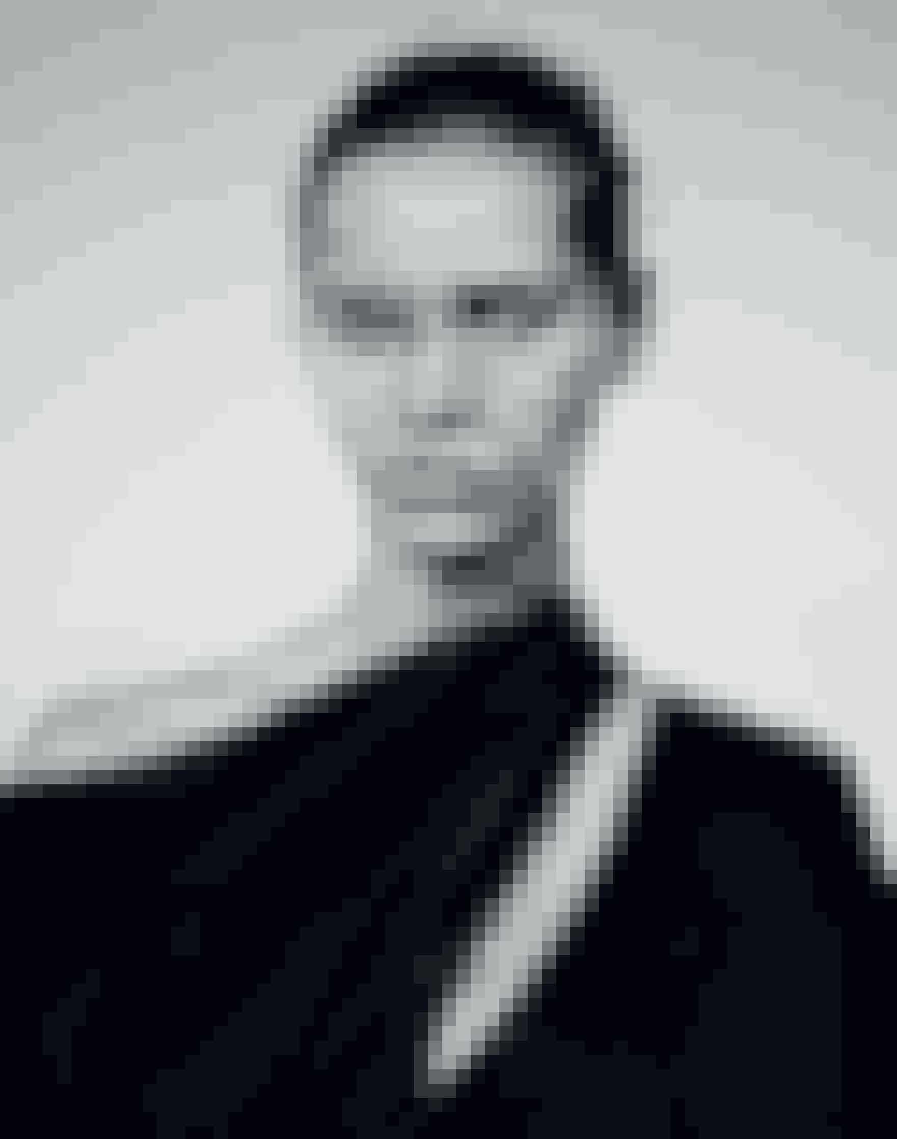 Less is more... og derfor er denne måndes forsidemodel, Kirstin Liljegren, fuldstændig makeupfri. Lad dig inspirere af det enkle look - både hvad angår makeup og garderobe - i bæredygtighedens tegn.