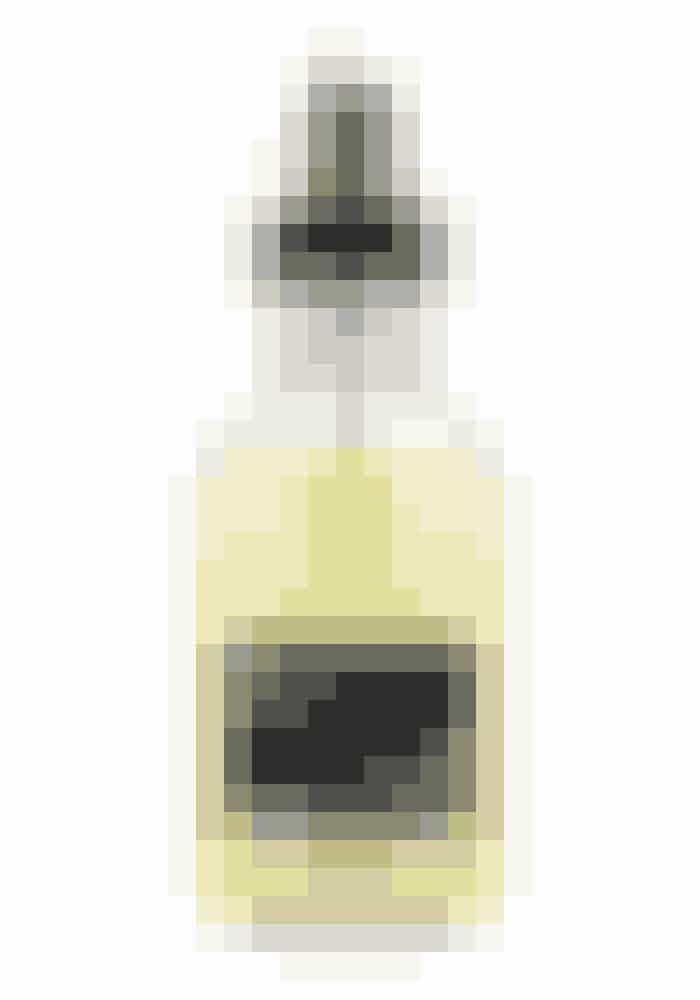 Oi/Oil Absolute Beautifying Potion, hårolie, Davines, 135 ml, 159 kr. Findes online HER!En lækker lille olie du kan bruge både sommer og vinter. Det fantastiske ved denne olie er at den har en genopbyggende effekt og passer til alle hårtyper. Kan bruges i både fugtigt og tørt hår.
