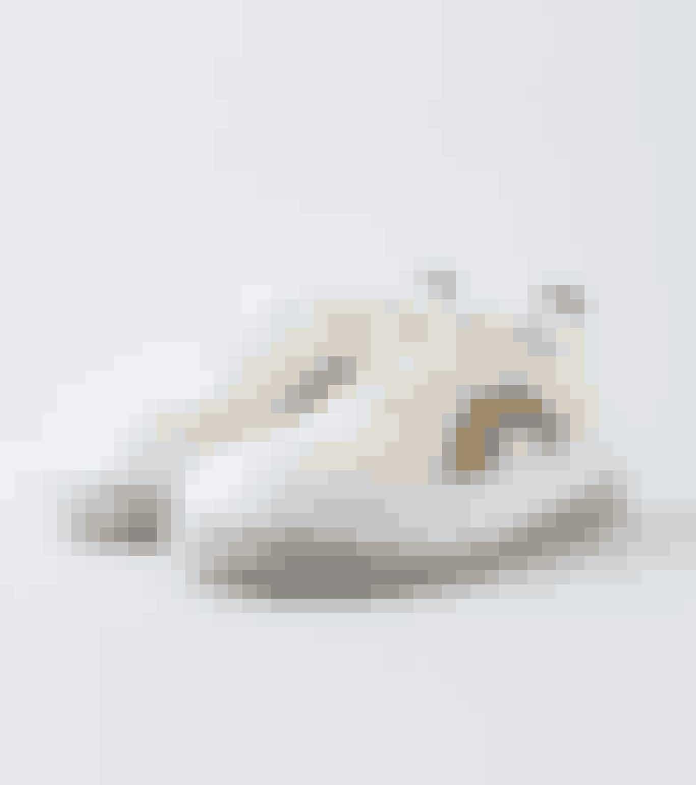 Jeg tænker, at man bliver et mere optimistisk menneske af at have regnbuer på fusserne.Sneakers, Eytys, 1.650 kr.KøbHER