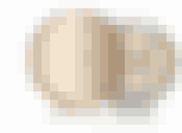 """Øjengloss""""Øjenglossen fra Victoria Beckham giver det smukkeste gyldne shine på øjenlågene. En rigtig flot effekt.""""'Eye Foil Blonde Gold'-øjenskygge, Victoria Beckham x Estée Lauder 2.0, 295 kroner"""