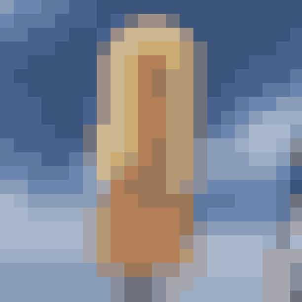 Kødbyens IsHar du fået lidt for mange klassiske vaffelis, men stadig i humør til en is? Så er Kødbyens Is det helt rette sted for dig! De serverer nemlig økologiske håndlavede pindeis inspireret af den italienske fremgangsmåde, men blandet med deres eget nordiske islæt. Så slå et smut forbi Kødbyens Is, hvis du vil have en lidt anderledes med god isoplevelse.Hvor:Flæsketorvet 43, 1711 København V, men se også de mange forhandlereher.