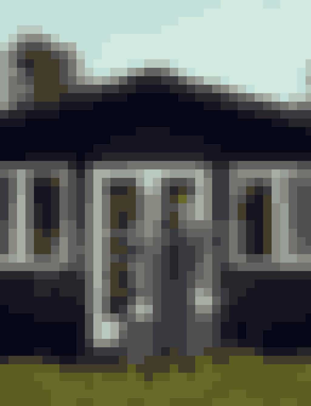 HELENE SCHJERBECK& SIMONE BENDIX50 år, tvillinger og designere. Simone er uddannet skuespillerinde, bosat i Paris. Helene er arkitekt, bosat i Toscana. De har sammen lædervaremærket Edition Poshette med finurlige accessories. Har denne sommer dekoreret samt renoveret lejrskolen Høve Hus i Odsherred.Se mere på Editionposhette.com,@editionposhette og Lejrskolen.dk
