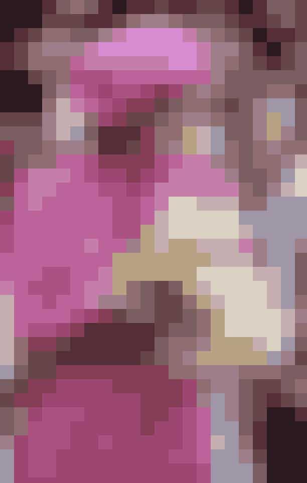 """London: Alle Prinsesse Dianas ikoniske modeøjeblikke på Kensington PalaceFå et unik indblik i Prinsesse Dianas klædeskab, når det historiske Kensington Palace slår dørene op til udstillingen """"Diana: Her Fashion Story"""". Udstillingen viser 25 af prinsessens sæt, fra de nedtonede outfits hun bar til de første møder med pressen, til de ekstravagante aftenkjoler hun senere havde på i sit royale liv. Også den imponerende have ved Kensington Palace kan besøges under udstillingen, og du kan derfor gå i de samme fodspor som Diana, der ofte nød en stille stund væk fra kameraernes blitz i de selvsamme grønne omgivelser.Husk at bestille billetter på forhånd.Læs mere herHVOR: Kensington Palace, Kensington Gardens, LondonHVORNÅR: frem til 2018."""