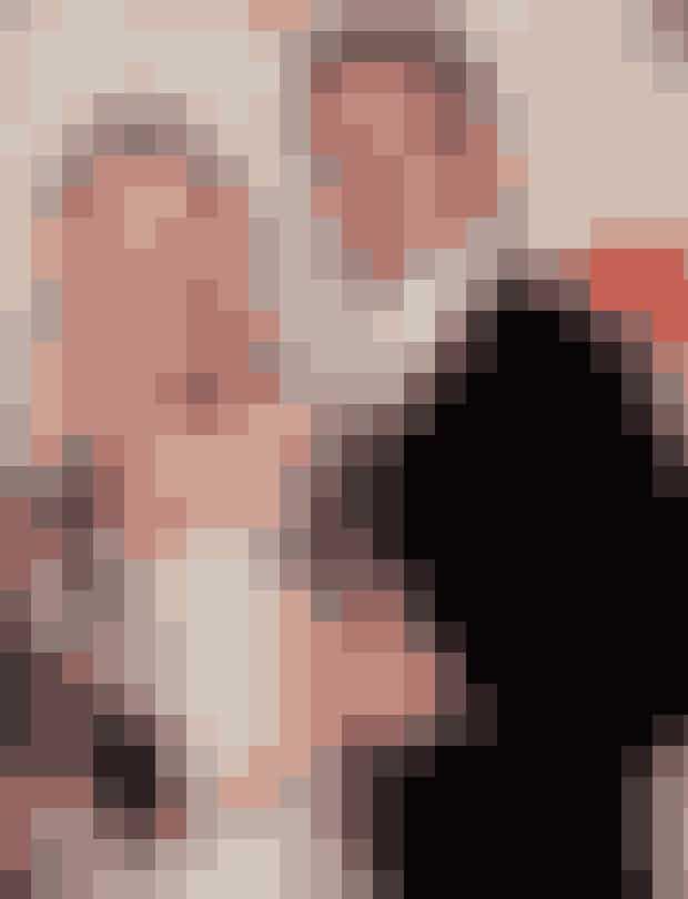 Ben Affleck and Gwyneth Paltrow, 1998Efter at have brudt forlovelsen med Brad Pitt, fandt power-kvinden Gwyneth Paltrow og skuespiller Ben Affleck sammen i 1998. De mødte hinanden til en middag hos Harvey Weinstein(!) og spillede senere overfor hinanden i filmene 'Shakespeare in Love' og 'Bounce'. Men forholdet havde op- og nedture, og det lækre par endte med at være sammen i tre år.