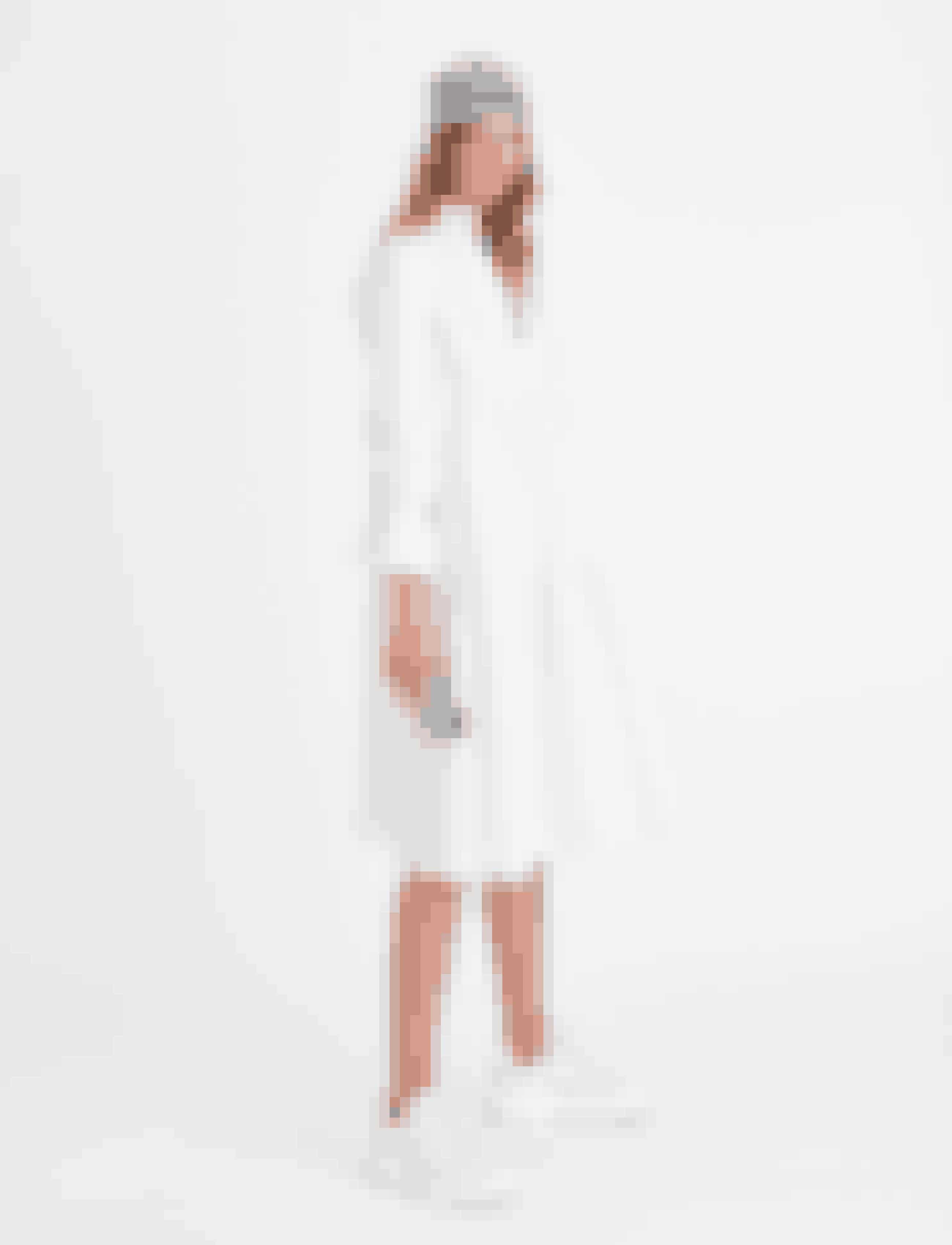 Skjortekjole, 2.299 kr., iPhone cover, 199 kr., Silketørklæde, 799 kr.,eksklusivt hos Boozt.com