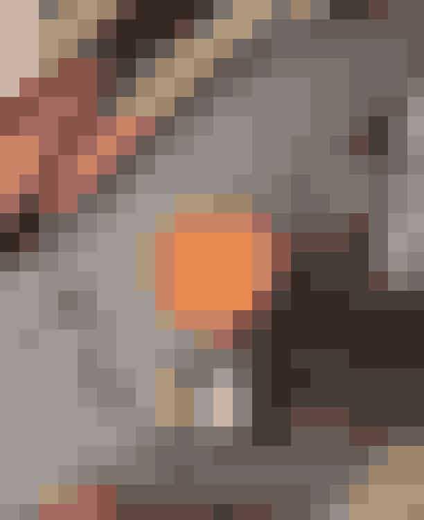 Duck & CoverI et kælderlokale på Dannebroggade ligger denne dunkle og intime bar, der hurtigt får dig henslægt til en anden tid, så snart du synker ned i deres bløde sofaer og lader velbehaget – både fra din drink og de gådefulde omgivelser – omsluge dig.Hvor:Dannebrogsgade 6, 1660 København V.