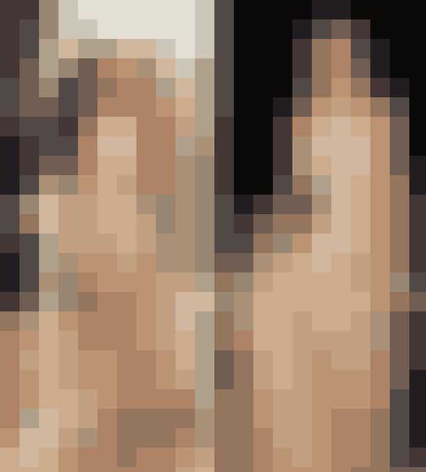 6. En nude, gulvlang kjole, der glimtrer