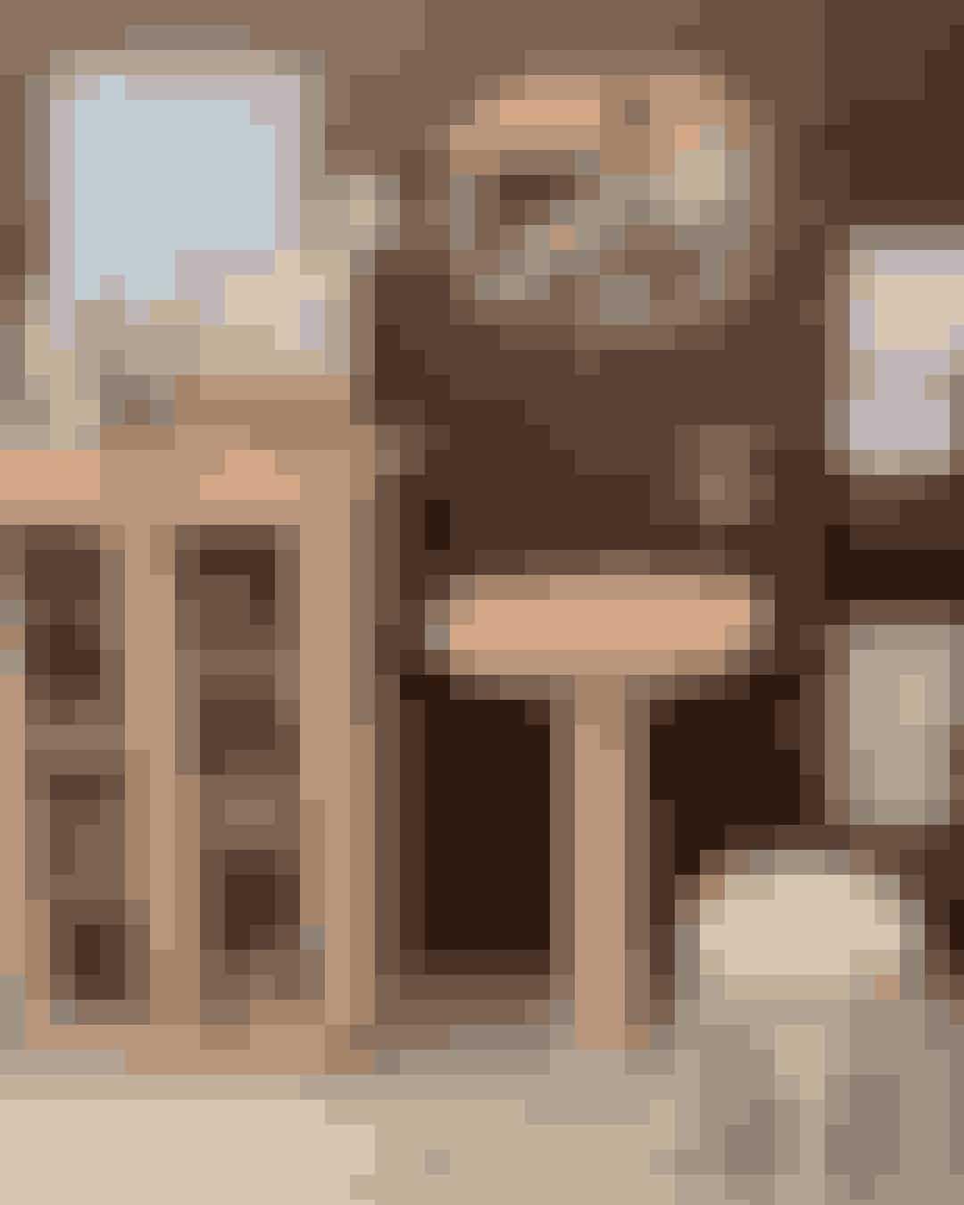 Boho HabitsHos Boho Habits træder du ind i et eventyrligt univers hvor alt fra marrokanske tæpper, antikke brugsvarer, patinerede møbler, og meget mere pryder hylderne og det kribler i fingrene for at få lov til at tage det hele med hjem. En fin, lille interiørforretning, der også tilbyder kyndige råd og vejledning, hvis du har brug nogle gode indretningstips.Hvor: Tullinsgade 3, 1618 København V.
