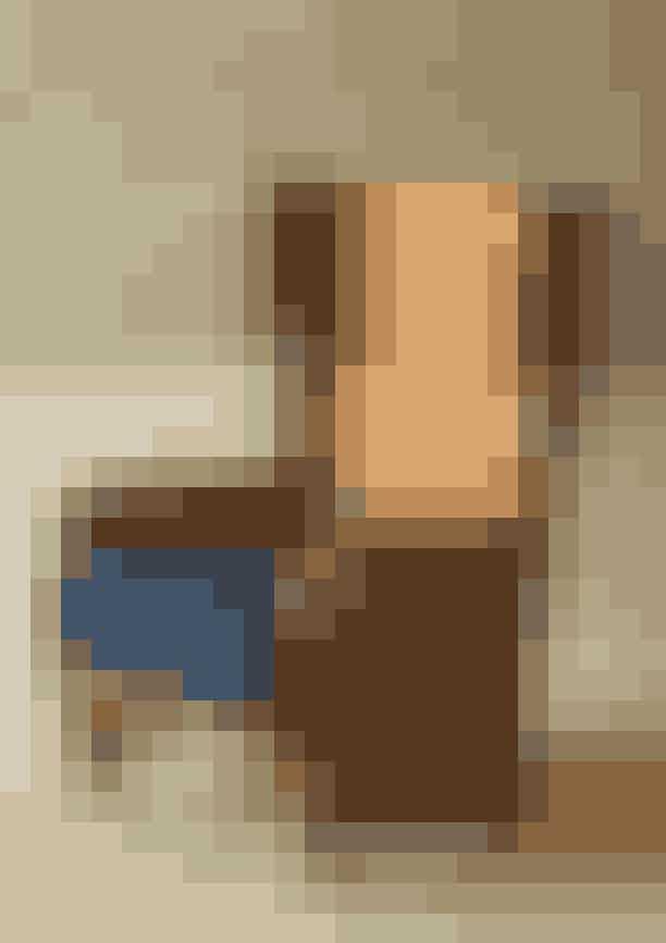 Gå vinteren i møde med yndlingspuden i ryggen og en hel stabel bøger ved din side...Svensk vintage-lænestol, Axel Einar Hjort hos The Apartment, pris på forespørgsel