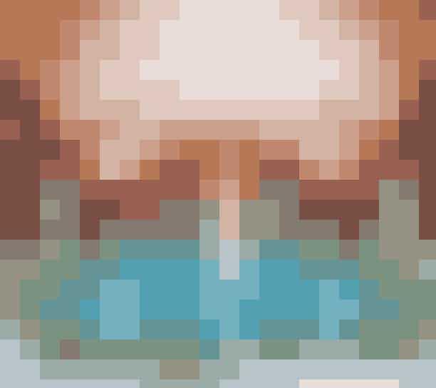 Spa: Irgalmaskok Veli Bej FürdojeSzéchenyi-badet er det klassiske turistmål, men du skal hellere besøge Irgalmaskok Veli Bej Fürdoje; et mindre, hyggeligere sted tæt på Margaret-broen i Buda. Du vil ikke fortryde det.Árpád fejedelem útja 7, 1023, Irgalmas.hu/velibej-furdo