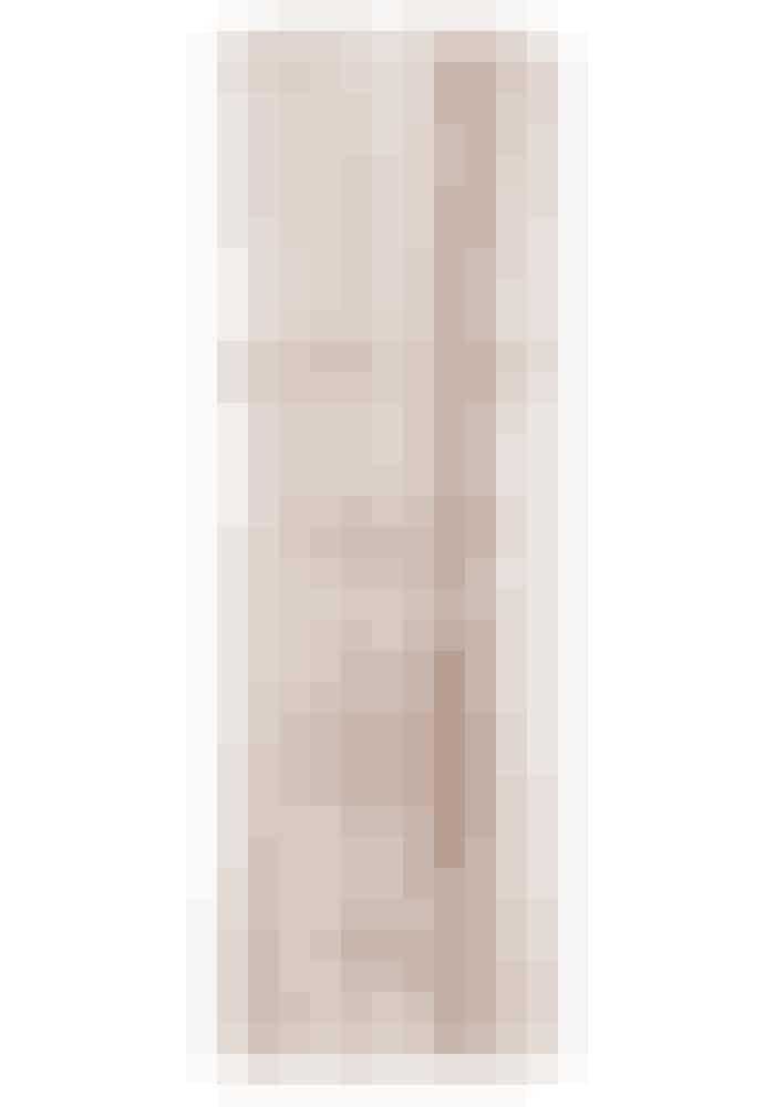 Dior har efter mange års forskning udviklet et serum, der udfylder de små linjer i ansigtet og frembringer den forsvundne glød. 'Refilable Capture Totale Le Sérum', Dior, 50 ml. Findes online HER!