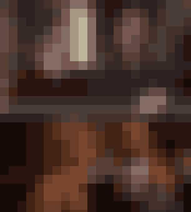 """Antonie er med i Gossip GirlSynes du (også) at Antonie virker bekendt? Chefen for det franske parfumeri bliver spillet af skuespilleren Willam Abadie, og han har tidligere været med i favoritserien Gossip Girl, hvor han spillede Blair Waldorfs stedfar. Så hvis du er bekendt med """"the upper east siders"""", er det med garanti der, du har set ham før."""
