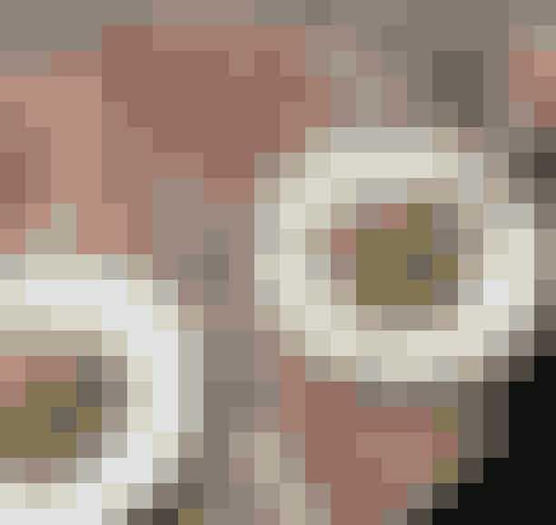 Atelier September Cafe.Den lille café på Gothersgade er mest kendt for byens mest Instagrammede avocadomad, men Frederik Bille Brahe, som står bag, serverer også andet end smørblød avocado på knasende rugbrød. Måske en ærtesalat?Hvor:Gothersgade 30, 1123 København K.Se mere her.