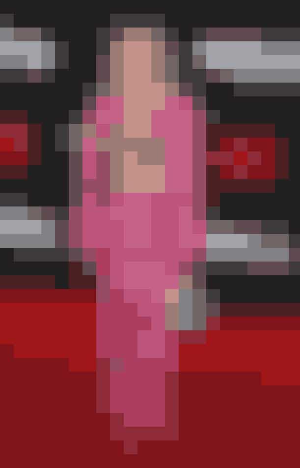 Avril Lavigne i ternet pink jakkesæt fra Area