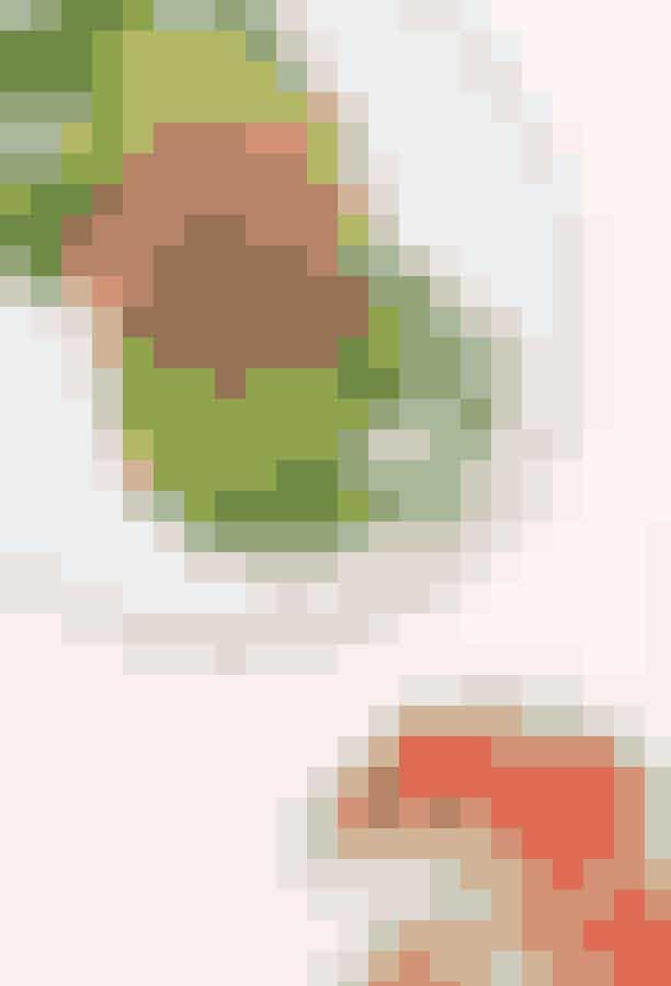 BarylHvis du er på udkig efter den perfekte morgentallerken, så skal du tage et smut forbi Baryl på Østerbro. Her serverer de lækker mad, hvor økologi og friske råvarer er i højsædet. Du kan f.eks. prøve deres delikate morgenmenu 'Den veganske blogger', der består af alt fra hjemmelavet soya-chiagrød til surdejsbrød med hjemmelavet gulerodshummus og syltede rødløg.Hvor:Århusgade 78, 2100 København Ø.Åbningstider:mandag – fredag: 09.30 – 15.30, lørdag - søndag: 09.30-16.30.
