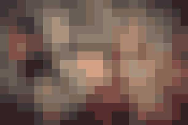 BAUM UND PFERDGARTEN // #baumunity1970'er-vibes og flydende køn definerede Baum Und Pferdgartens efterårsshow. Helle Hestehave og Rikke Baumgarden lagde særligt vægt på det sammenhold, der opstår mellem mennesker, når de samles – som til en festival, hvor alder, køn, etnicitet og overbevisninger udviskes i fællesskabets ånd. Kollektionen bød således på masser af peace und love – med alt, hvad der dertil hører af Roskilde/Woodstock-vibes i form af tern, brændte nuancer, blomstermønstre, bøllehatte og unisex styles.
