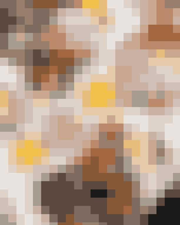 Wulff & KonstaliHos Wulff & Konstali kan du selv sammensætte din brunch, så din morgenmadstallerken bliver lige præcis, som du vil have den. Du kan nemlig vælge mellem 23 forskellige retter, der alle bliver lavet fra bunden i cafeens køkken. Du kan blandt andet få byens bedste mandelcroissant, chiagrød og en grillet panini – med andre ord; find alt, hvad dit morgenhjerte begærer. OBS: Menukortet varierer løbende, så hold øje med Wulff & Konstalis hjemmeside for seneste opdatering på menukortet.Hvor: Lergravsvej 57, 2300 København,Sankt Hans Torv 30, 2200 København N, Isafjordsgade 10, 2300 København S ogWaterfront Shopping, Philip Heymans Allé 17, 2900 Hellerup