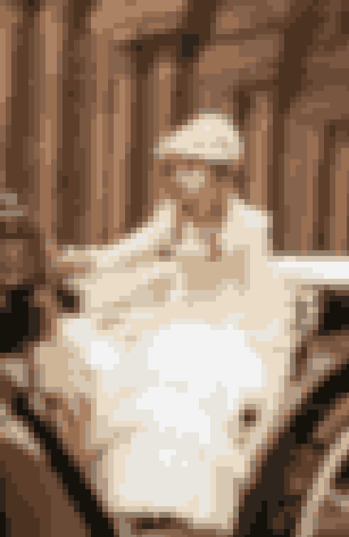 Cara DelevingneMultitalentet Cara, der senest er sprunget ud som forfatter, har også vist sig at være en værdig skuespiller. Talentet fik hun måske fra hendes første rolle som Prinsesse Sorokina i filmen 'Anna Karenina' fra 2012, som er baseret på novellen af samme navn af forfatteren Leo Tolstoy.