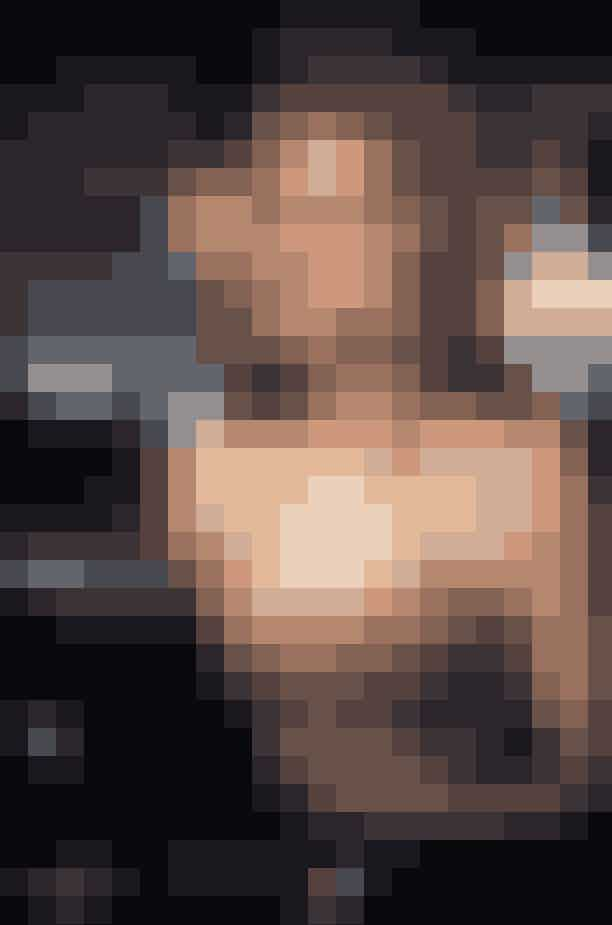 Sarah Jessica ParkerDa Sarah Jessica Parker fik rollen som Carrie Bradshaw, tjente hun omkring 308 millioner kroner for de første 3 sæsoner. Da hun blev producent på showet, steg hendes løn til 19.7 millioner kroner for hver episode i sæson 4 til 6.Filmene om de fire veninder og deres liv på Manhatten: 'Sex and the City' og 'Sex and the City 2', gav også Sarah Jessica Parker en suveræn løn. Hun tjente ikke mindre end 92 millioner kroner for den første film og 123 millioner kroner for nummer to.Sara Jessica Parker kommer til at tjene lidt over 6 million kroner per episode i 'And just like that..'.