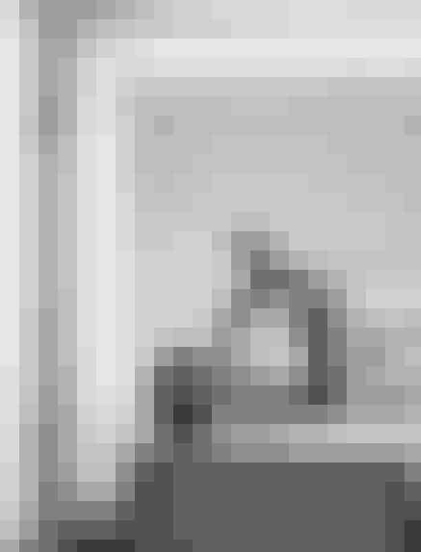 Cathrine Raben Davidsen udstiller hos Royal Copenhagen.Den danske billedkunstner Cathrine Raben Davidsen præsenterer udstillingen Totem i Royal Copenhagens flagship store på Amagertorv i København. Totem er resultatet af to års kunstnerisk samarbejde mellem Royal Copenhagen og Cathrine Raben Davidsen. Udstillingen præsenterer en række helt nye værker i form af keramik, tegning og maleri samt en animationsfilm, som iscenesættes i en totalinstallation.Hvor: Royal Copenhagen, Amagertorv 6, 1160 København K.Hvornår: Den8. februar – 31. marts, 2019