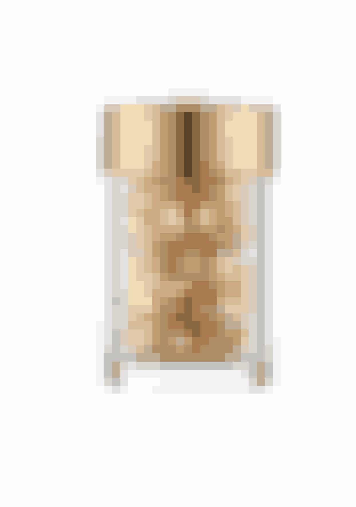 CeramiderFor at styrke hudens barriere, som bl.a. betyder at holde den fugtig og sørge for at snavs og forurening ikke trænger ind i huden, er ceramider en rigtig god ingrediens i din hudplejerutine. Den hjælper med at glatte huden og gør den fast og fyldig samtidig med, at den giver huden en sund og 'glowy' farve.Advanced Ceramide Capsules, Elizabeth Arden, 415 kr., køb HER.