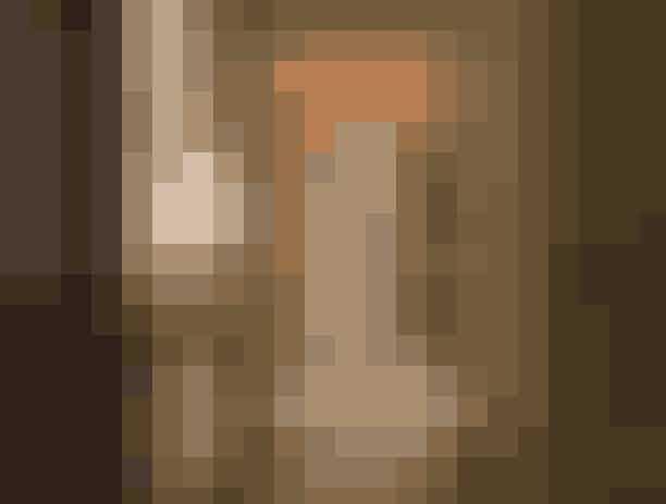Charlottes lejlighed:700 Park AvenueEfter Charlotte gifter sig med Trey, flytter hun ind i den enorme 'prewar' lejlighed på Park Avenue. Først er den hjem for dårlig indretning á la Bunny MacDougal, men da Charlotte får muligheden for at komme i magasinetHouse and Garden, får den en makeover. Hun får desuden lejligheden efter skilsmissen.