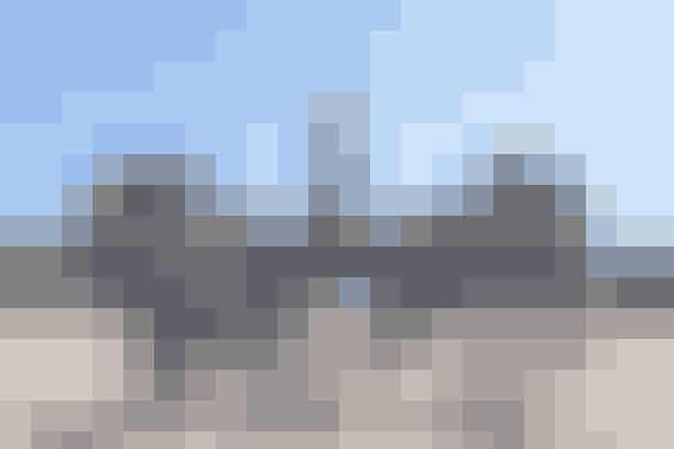 Påskeomvisning i Christiansborg SlotskirkeChristiansborg Slotskirke er Kongehusets kirke og et af nyklassicismens mesterværker i Danmark. Hør hvordan det er foregået, når kirken gennem århundreder har været rammen om kongelige begivenheder som dåbshandlinger, bryllupper og castrum doloris. På omvisningen kommer man rundt på kirkens tre etager og får det imponerende udsyn over kirkerummet fra kirkens øverste pulpitur, samt fra logen der tidligere blev benyttet af Kongefamilien.Hvor: Christiansborg SlotskirkeHvornår: Torsdag den 18. april og fredag den 19. april kl. 14.00.