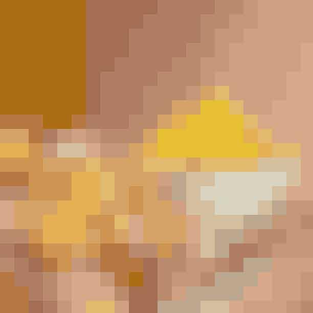 CicchettiEr du en af dem, der besøger Italien og egentlig bedre kan lide forretten, som består af et hav af forskellige antipastier, der som oftest, når det er rigtig godt, er elegante og innovative, så er Cicchetti stedet for dig. Her får du udelukkende serveret anti-pastier, hvor alt fra blød polenta til ragout og oste som pecorino og tremælksosten robiola fra Piemonte er repræsenteret. Det er italiensk, når det er bedst. Bestil en flaske orange vin fra Toscana til at sætte prikke over i'et!Buon appetito.Hvor: Nørrebrogade 56, 2200 København N.