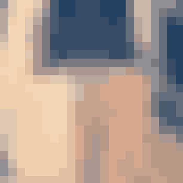 Det Gyldne Dådyr, ÅlborgVintagebutikken Det Gyldne Dådyr ligger i en af Ålborgs ældste butiksgader, og her finder du udelukkende udenlandsk vintagetøj fra b.la. England, USA og Holland. Butikken drives af Kristine L. Yssing, som er uddannet designer og tidligere har klædt Aura Dione på.Nørregade 49000 Ålborg