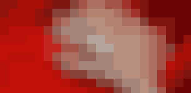 Dronning MargretheDaHenri de Laborde de Monpezat i 1966 friede til den danske kronprinsesse, hev han en helt speciel ring op af lommen. Tvillingestenene måler angiveligt 6 carat hver, og ringen er lavet af Van Cleef and Arpels. Netop dette design kaldes 'toi et moi', som oversættes til 'dig og mig'. Hver sten symboliserer henholdvis bruden og gommen.