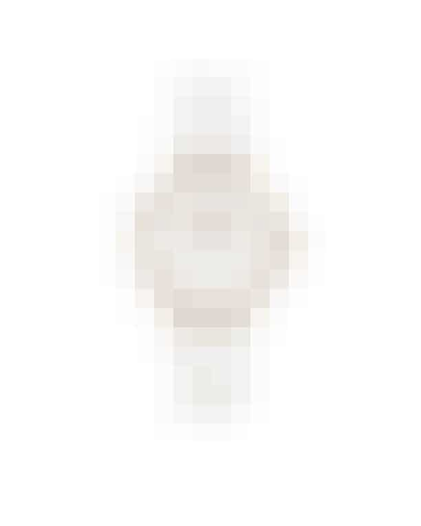 Model Petit Bondi i rosaguld fra Daniel Wellington med blød hvid læderrem. 895 kr.