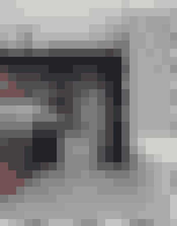 Striber og tern! Klassens nye frække dreng er striber, tern og grafiske mønstre, som vi ser på alt fra Ḁiser og tapet til tekstiler og keramik. Du behøver ikke gå all in, men et lille strejf af striber eller tern må du have.Det cool badeværelse her er fra B&B-stedet Clouds i Belgien og er skabt i samarbejde med danske File Under Pop.