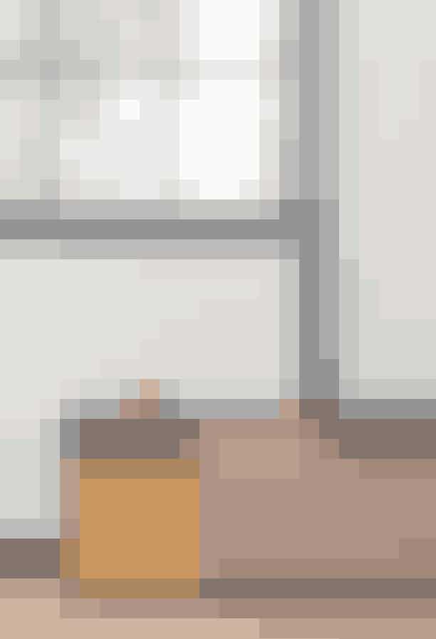 """Drømmekøkken""""Christina Meyer Bengtson har tegnet et farvefyldt køkken for Reform, der som altid bygger videre på moduler fra Ikea. Helt perfekt til dig, der gerne vil tilberede din mad i fine, feminine rammer.""""Se mere på Reformcph.com"""