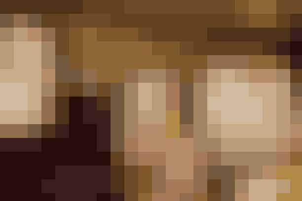 """Hvilke produkter har du brugt til at skabe Josefines look?Hud:""""Jeg blandede et par dråber Glow Mon Amour med fugtighedscremen Hydragenius for at skabe en smuk glødende og fugtet hud. Derudover brugte jeg True Match Concealer i to-tre forskellige farver, som jeg blandede alt efter hvor i ansigtet de skulle påføres—lidt mørkere omkring kindbenene, næse, pande og hage. Jeg har også brugt en lille smule bronzer lige under kindbenet og lidt i panden for at skabe et 'sunkissed' look.Anbefalede produkter:L'Oréal Paris Hydra Genius, 70 ml. 79,95 kr.L'Oréal Paris True Match Concealer. 89,95 kr.L'Oréal Paris Glow Mon Amour Highlighting Drops. 139,95 kr."""