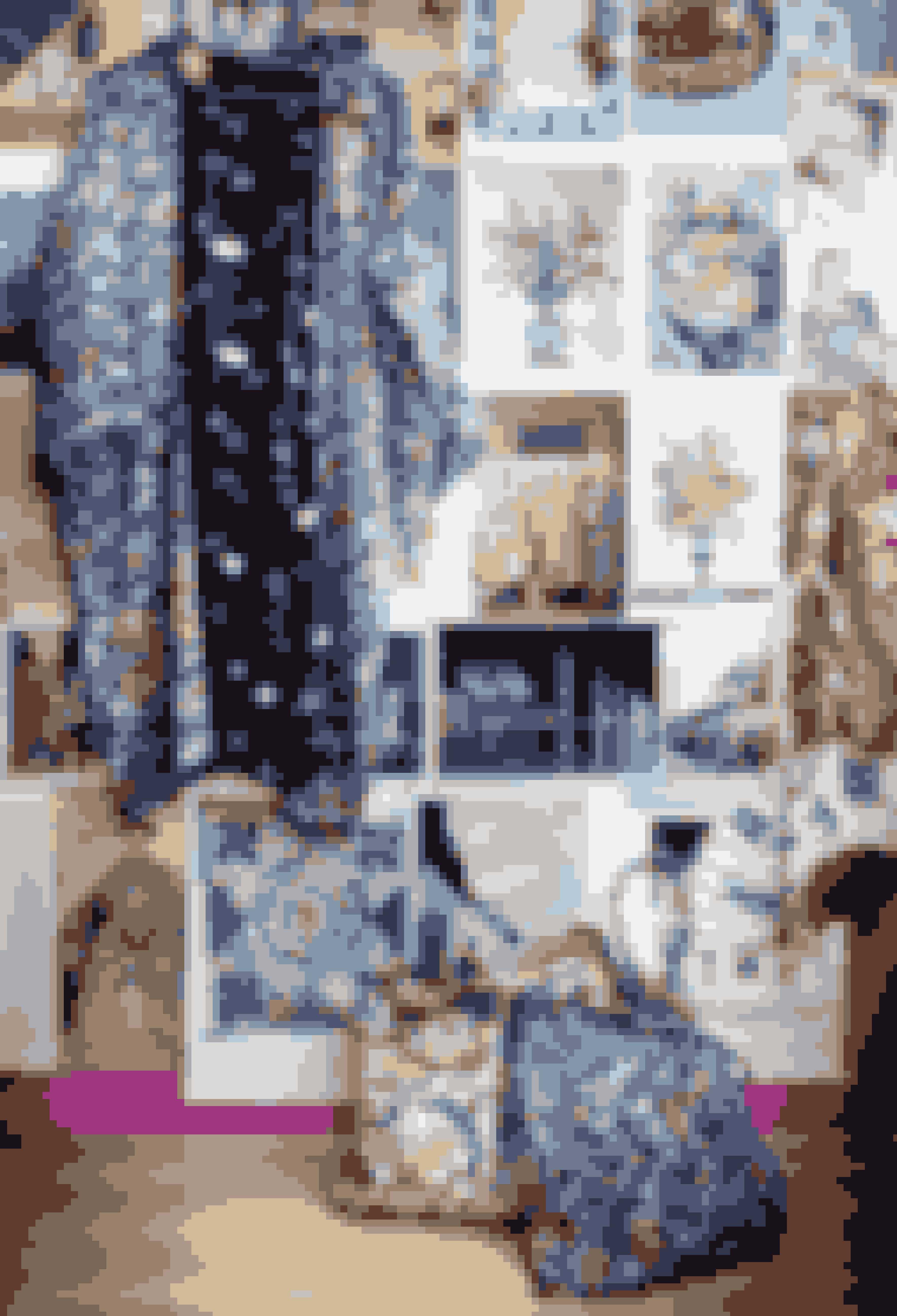 På en stor opslagstavle i stuen fæstner Tatiana billeder, hun synes, er smukke og inspirerende – forstørrelser af postkort og fotokopier fra bøger. Kimonoen er fra Tatianas FW15-kollektion ligesom tasken i samme tekstil. Den anden taske er fra SS17.
