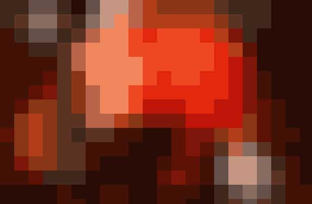 """Kom til romantiske filmaftener i TivoliPå de fire søndage i juli byder Tivoli indenfor til romantiske film på Plænen. Her er både noget for venindeturen, når der vises""""Bridget Jones' Dagbog"""", men du kan også inviterer kæresten på en romantisk søndagsdate, når der fx vises""""A Star Is Born"""".Programmet er som følger:7. juli kl. 20-22: """"Crazy Rich Asians""""14. juli kl. 20-22: """"A Star Is Born""""21. juli kl. 20-22: """"Mamma Mia! Here We Go Again""""28. juli kl. 20-22: """"Bridget Jones' Dagbog""""Hvor: Plænen, Tivoli,Vesterbrogade 3, 1630 København V."""