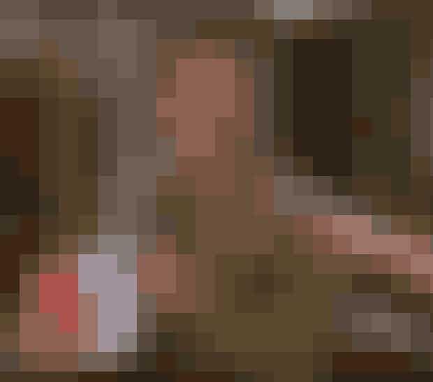 """Joey TribbianiJoey ville acceptere sit manglende talent for skuespil efter at have floppet i en bi-rolle i 50 Shades of Grey og satse benhårdt på at blive reality-stjerne. Han ville blive dikvalificeret i 'Til middag hos...' efter selv at have spist de sandwiches gæsterne skulle have haft og derefter deltage i Paradise Hotel. Hans ide om et show baseret på ham selv og hans syv søstre med titlen 'Keeping Up With The Tribbianis' blev dog ikke til noget...P.S: Joey ville være kongen Tinder og hans profiltekst ville selvfølgelig være """"How you're doin'?""""."""