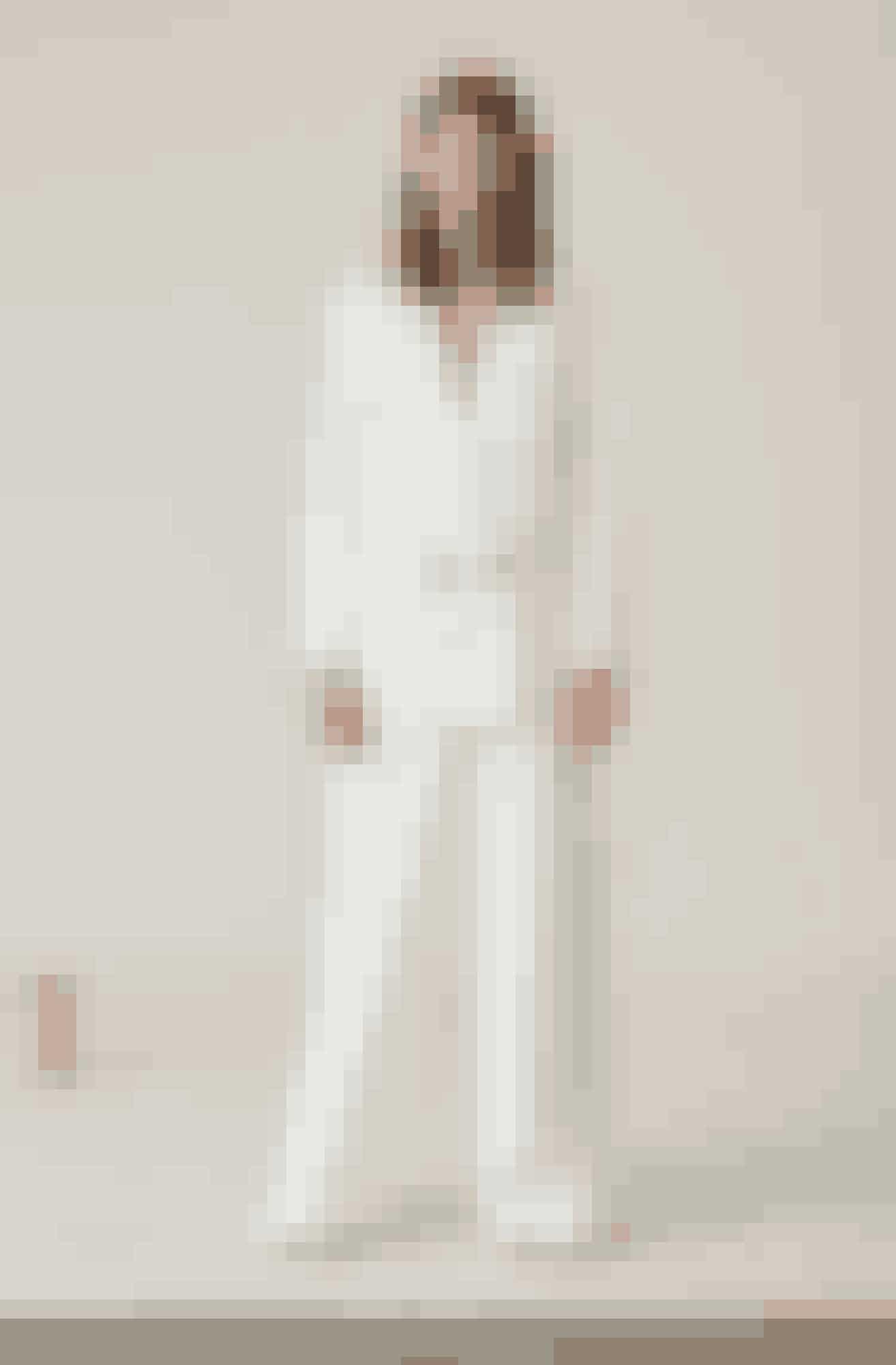 Hvid blazer i fløjl, 1.899 kr.Hvide bukser i fløjl, 1.499 kr. Ganni.