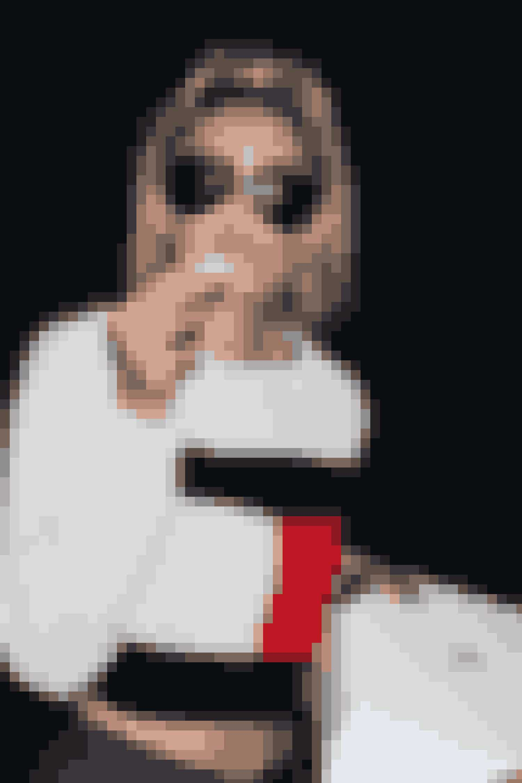 Gigi Hadid ankommer til Jeremy Scotts SS16-show
