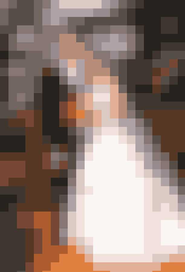 Grace Adler fra 'Will & Grace' rammer en sjetteplads med sin bryllupskjole, som er estimeret til at ville koste 22.307 kr. i virkeligheden.