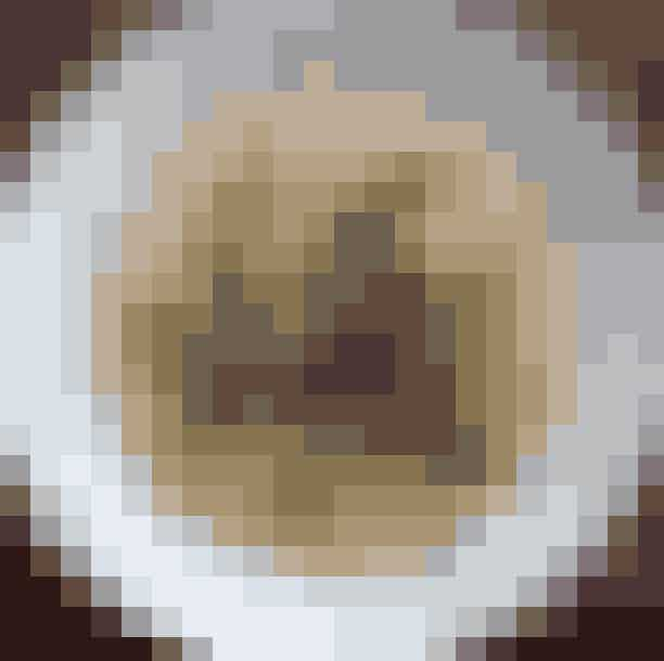 Grød.Hos LasseSkjønning Andersens Grød bliver der serveret mad, som du ikke ellers finder på det gængse menukort. Menuen skifter sammen med årstiderne, men du er sikret en dejlig skål med varm comfort-food på den rigtig lækre måde. Hvis du ikke er til grød, anbefaler vi grøddellerne!Hvor:Vesterbrogade 105, 1620 København V,Falkoner Alle 34, 2000 Frederiksberg,Jægersborggade 50, 2200 København N ogTorvehallerneKøbenhavn K.Se mere her.