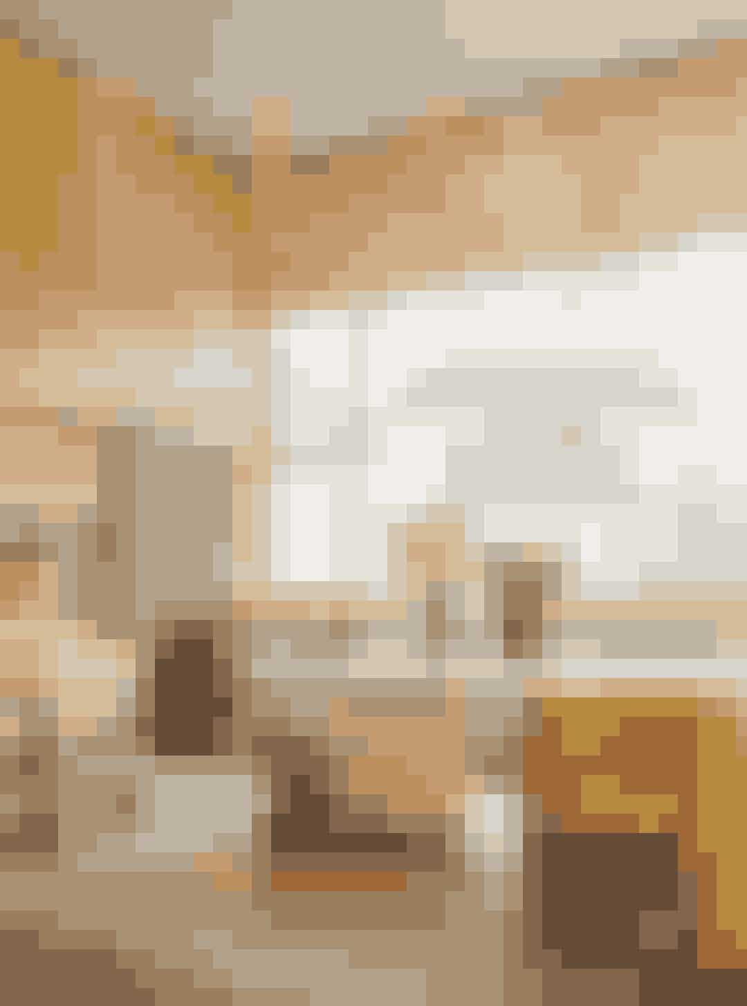 Denne måned får det nye ELLKE Decoration med gratis, og du kan glæde dig til et magasin spækket med lækker og lærerig sommerlæsning. Kom bl.a. inden for i seks kreative københavnerhjem, lad dig guide af tre kunststærke kvinder, når de fortæller, hvad de ville investere i for 10.000 kr., og find dit drømmehotel blandt vores ti favoritter lige nu – fra det familieejede minihotel i Lissabon til det idylliske masseria i Puglia.