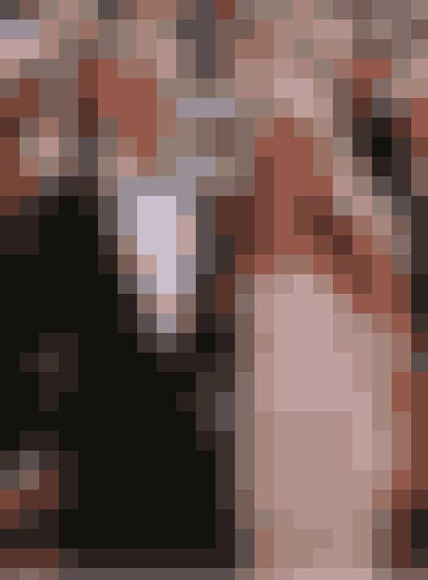 Brad Pitt og Jennifer Aniston annoncerede deres skilsmisse, 2005Da superstjernen Brad Pitt efter fem års ægteskab kasserede og blev skilt fra den berømte Friends-stjerne Jennifer Aniston til fordel for Tomb Raider-baben Angelina Jolie, var der ramaskrig i Hollywood, og det var uden tvivl en af Hollywoods største og mest spændende skandaler at følge med i. Alle elskede parret, og de får os stadig til at spidse øre, hvis de nænves i samme forbindelse.Dog udtalte de dengang i 2005, at skilsmissen ikke havde noget at gøre med Brad og Angelina Jolies møde i Mr. & Mrs. Smiths, hvor de to turtelduer efter sigende forelskede sig. Så siger vi det, Jen og Brad...