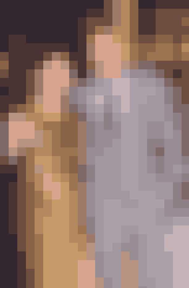 Kristen Stewart og Robert PattinsonI juli 2012 lavede Twilight-skuespillerinden Kristen Stewart avisoverskrifter, da hun havde en affære med filminstruktørenRupert Sanders, som var 19 år ældre end hende. Hendes daværende kæreste var nemlig medskuespilleren i The Twilight Saga, Robert Pattinson. Twilight-parret fortsatte kort deres forhold, men gik hurtigt fra hinanden. Siden har Stewart datet modellen Stella Maxwell og stylisten Sara Dinkin.