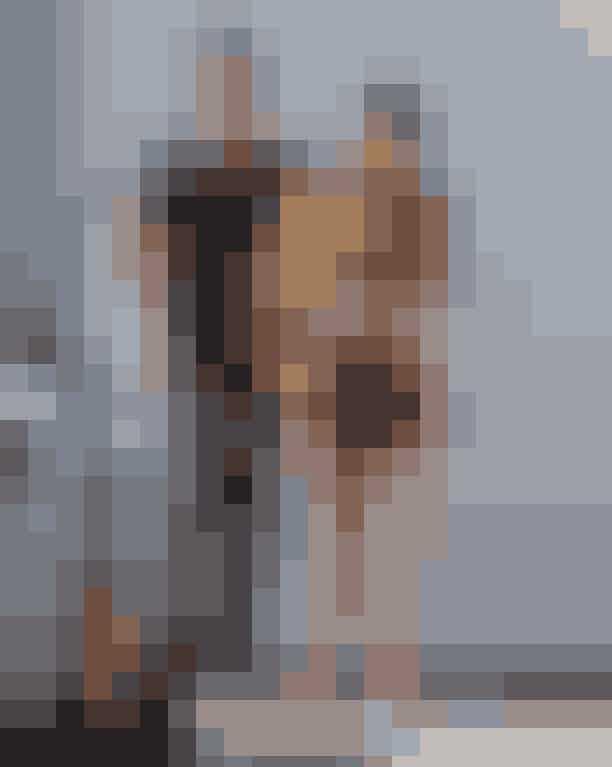 """Datede Kylie nogensinde sin bodyguard?I 2018 havde fans mange teorier om, at Kylies good-looking bodyguard, Tim Chung, var den rigtige far til kendissens barn, Stormi, hvilket dog bare er det pure opspind… De massive rygter fik Kylies bodyguard til at reagere:""""Jeg er en meget privat person, og normalt ville jeg aldrig reagere på rygter og historier, der er så latterlige, at de er til at grine af. Ud af dyb respekt for Kylie, Travis, deres datter, og deres familie, vil jeg gerne sætte et punktum for rygterne og sige, at min interaktion med Kylie og hendes familie udelukkende har fungeret professionelt. Der er intet at komme efter, og jeg beder om, at medierne ikke længere inkluderer mig i noget, der er så respektløst overfor deres familie."""" Og så fik vi også lige det på det rene."""